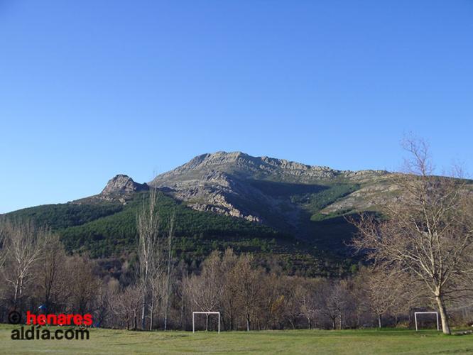 El Pico Ocejón desde Valverde de los Arroyos