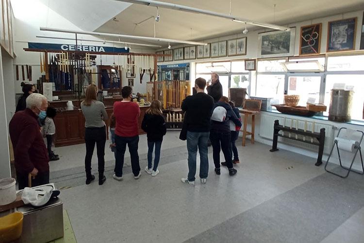 Visitas al Aula Apícola municipal. Fotografía: Ayuntamiento de Azuqueca