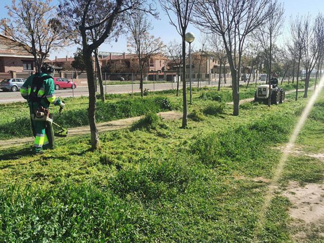 Labores de mantenimiento. Fotografía: Ayuntamiento de Azuqueca