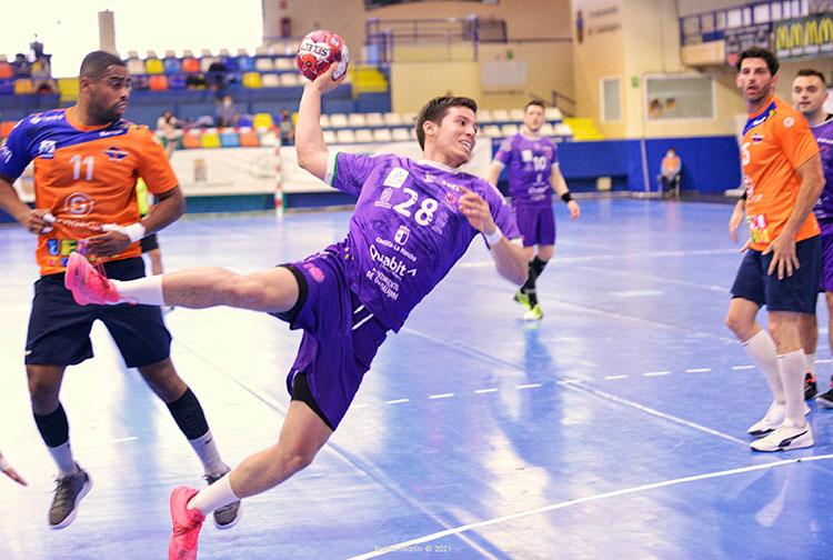 El Quabit Guadalajara arranca dos puntos vitales al Benidorm en el David Santamaría (31-29)