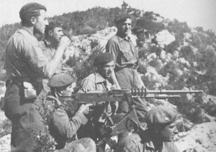 Pavchesky ametralladora y detrás Krivocheya Molina de Aragón