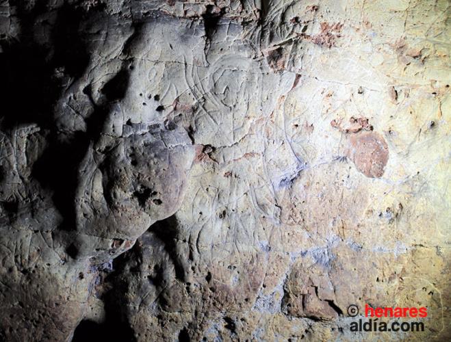 Antropomorfos en el interior de la Cueva de los Casares, en Riba de Saelices.