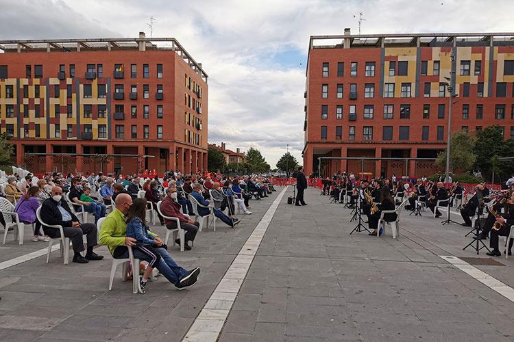 Concierto de la Banda de Música de Azuqueca en la plaza 3 de Abril. Fotografía: Ayuntamiento de Azuqueca