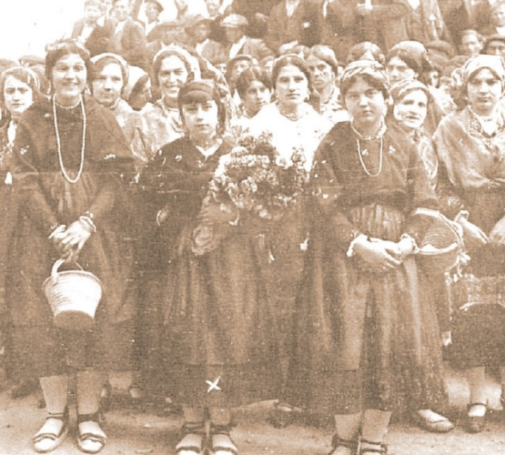 María, hija del capitán Arenas, fue la encargada de entregar un ramo de flores al rey Alfonso, en su visita a Molina