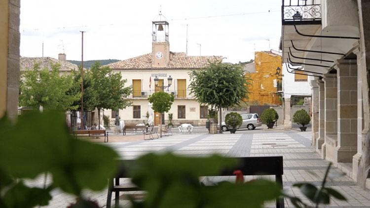 Plaza Mayor de pareja. Ayuntamiento de Pareja.