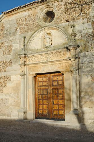 Bella portada de la iglesia de El Cubillo de Uceda.