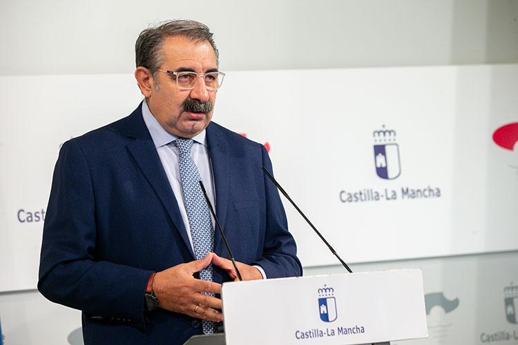 El consejero de Sanidad, Jesús Fernández Sanz durante su comparecencia esta mañana