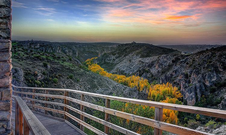 Valle del Río Dulce, a la altura de Pelegrina. Foto de Javier Castañón